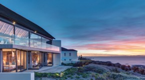 The Stunning Silver Bay Villa Seamlessly Connecting the Home and Nature