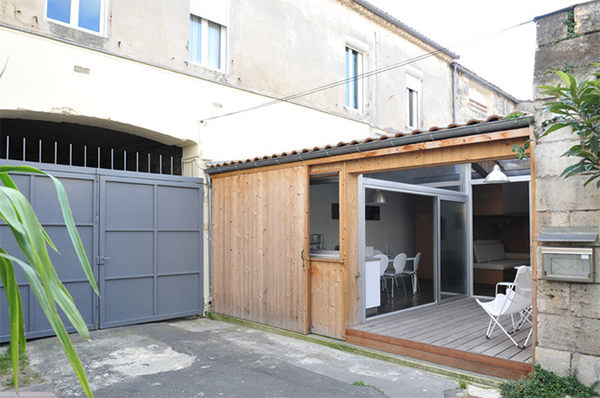 before and after a garage turned into a small modern home in bordeaux home design lover. Black Bedroom Furniture Sets. Home Design Ideas
