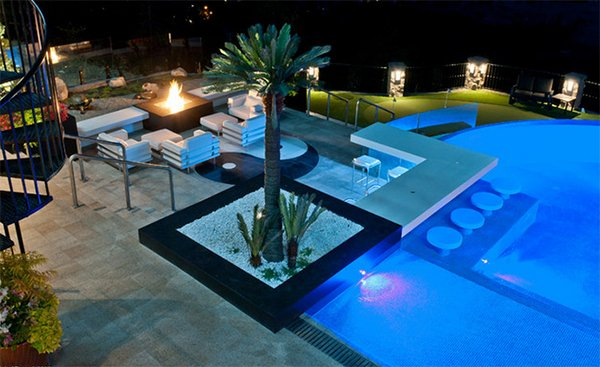 20 romantic residential pools for private relaxation for Pool design kelowna
