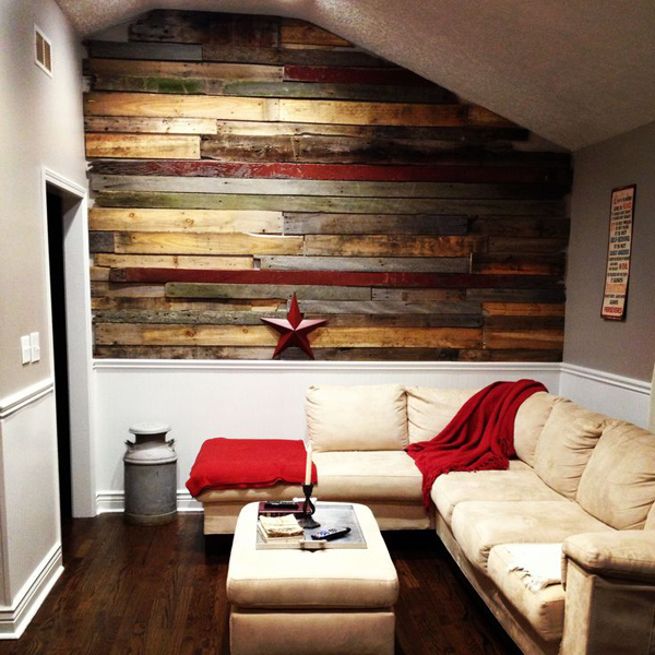 20 astounding living rooms with pallet walls home design - Wooden pallet accent wall ...