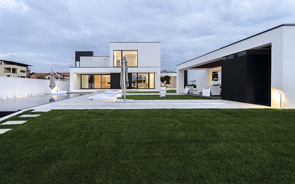 C House Black And White Volumes In A Modern Home In