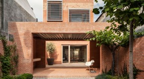 Casa 1014: An Urban Infill House Project in Granollers