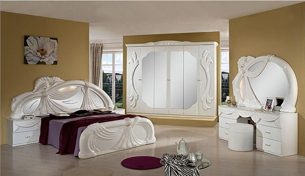 Classic Bedroom Set in White Finish