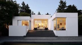 Gorgeous Modern Medina Residence of Washington in Boxy White Exterior