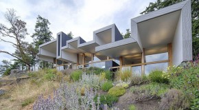 Unexpected Cantilevered Roof  of the Ridge House in British Columbia, Canada
