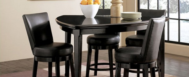 20 Softly-Shaped Curves of Triangular Dining Tables