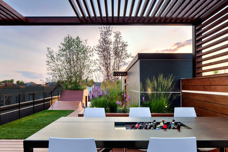 Gorgeous Rooftop Design with City Views of Chicago Home  : 3 rooftop from homedesignlover.com size 800 x 533 jpeg 215kB