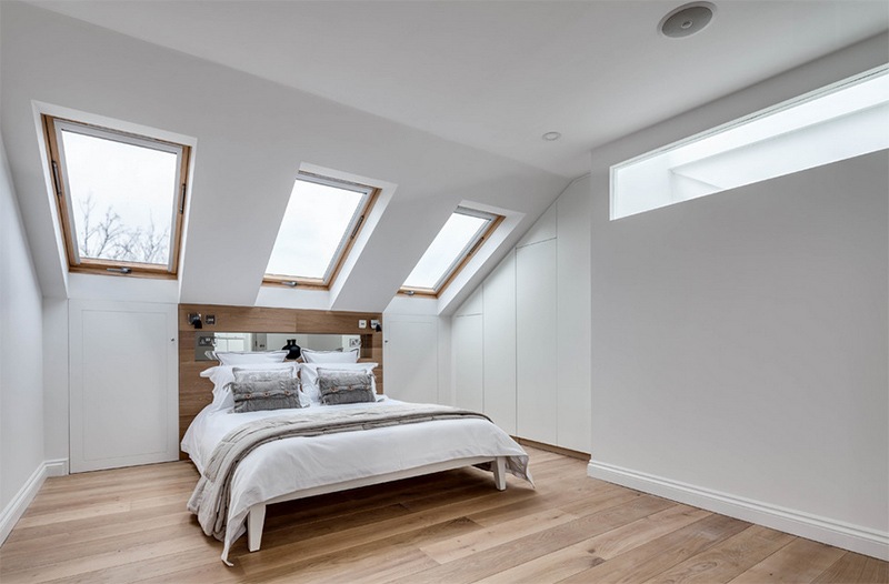 20 bright and airy bedrooms with skylights home design lover for Bedroom skylight