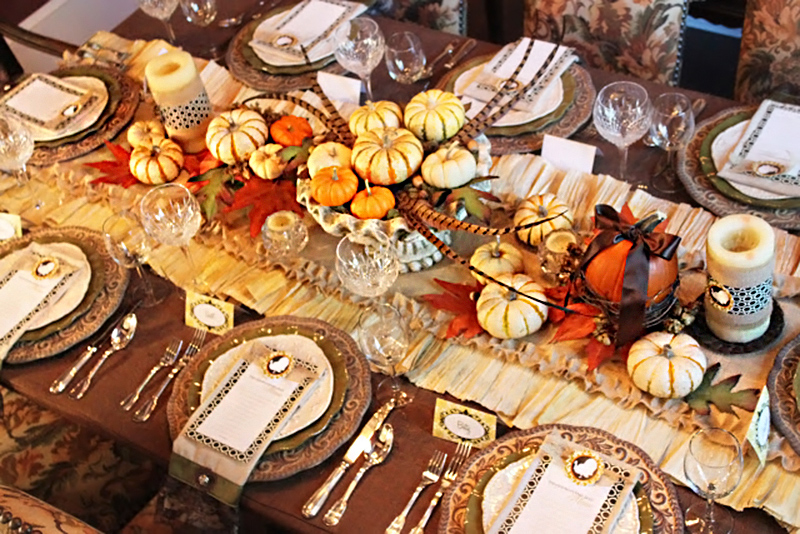 Thanksgiving Dinner Tablescape20 Fall Themed Tablescapes to Amaze Dining Guests   Home Design Lover. Dinner Ideas For 20 Guests. Home Design Ideas