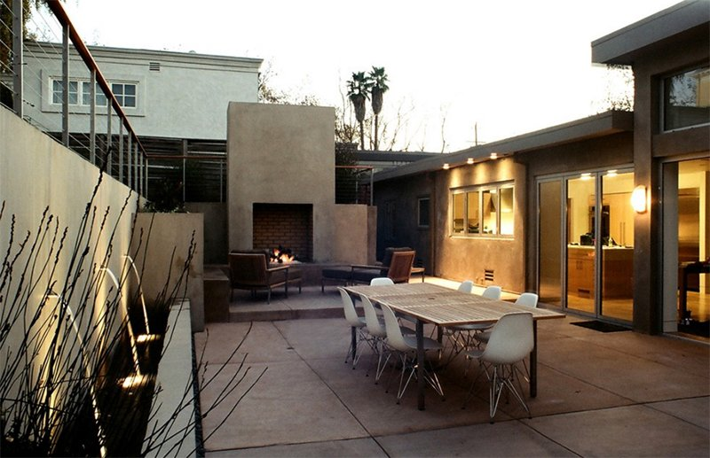 25 relaxing mid-century outdoor spaces
