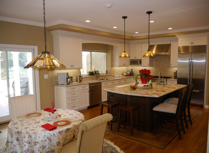 25 Stunning Kitchens with Tiffany Lamps Home Design Lover