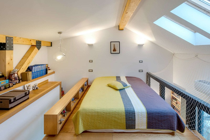 Damian House  bedroom