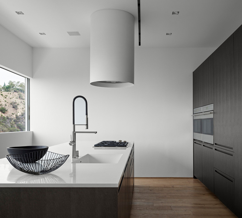 Los Angeles Contemporary House kitchen