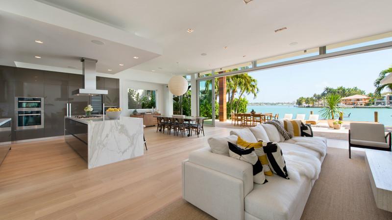 Di Lio Island Home interior