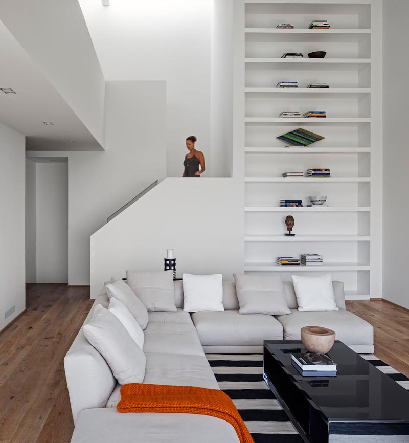 Los Angeles Contemporary House display