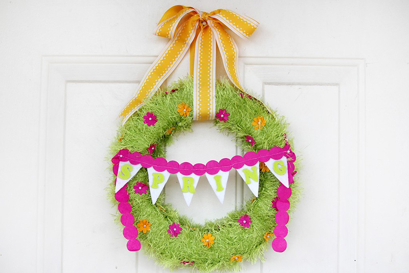 DIY Fringed Yarn Wreath