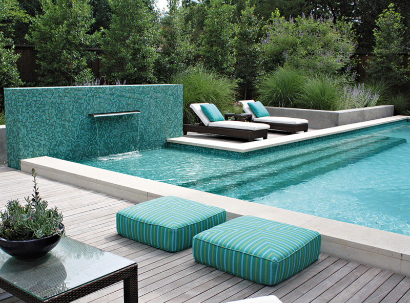 20 pool seating area with cushions home design lover for Garden designs for pool area