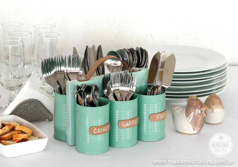 Cutlery with handle made with cans, wood and leather