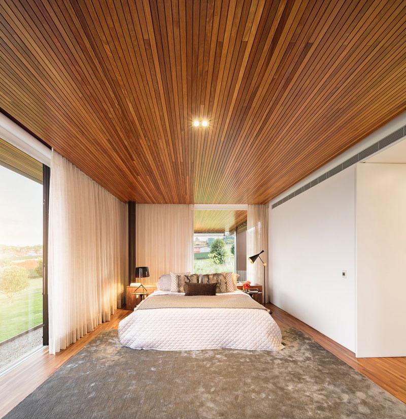 Fazenda Boa Vista master bedroom
