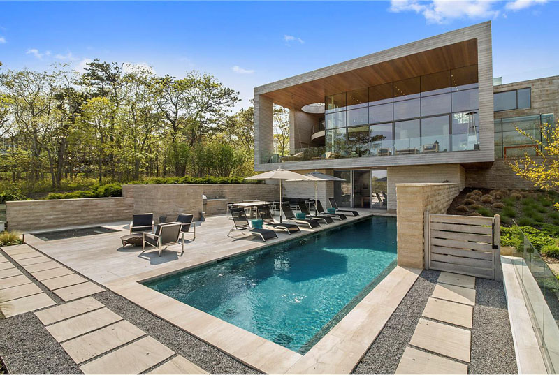 Hamptons residence a stunning contemporary home in the for Pool design hamptons