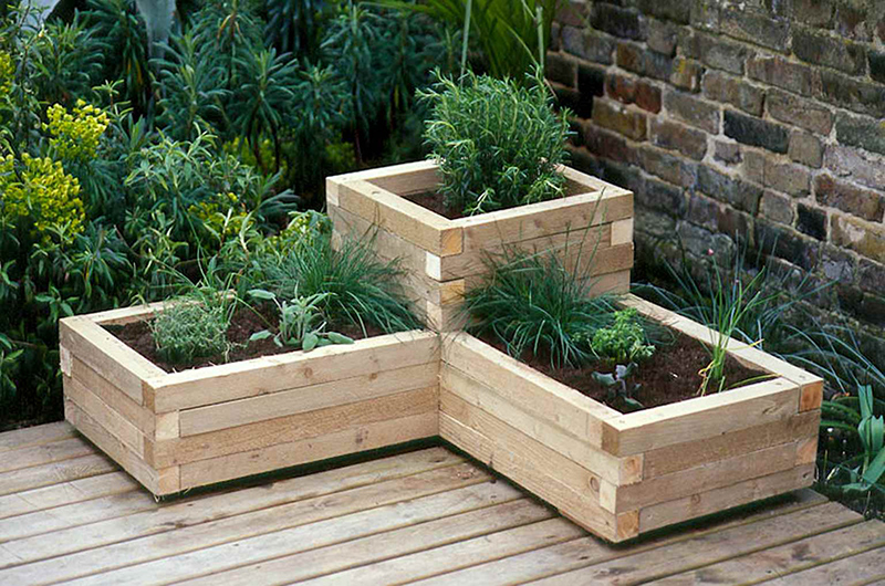 20 diy flower bed ideas for your garden home design lover for Wooden flower bed ideas