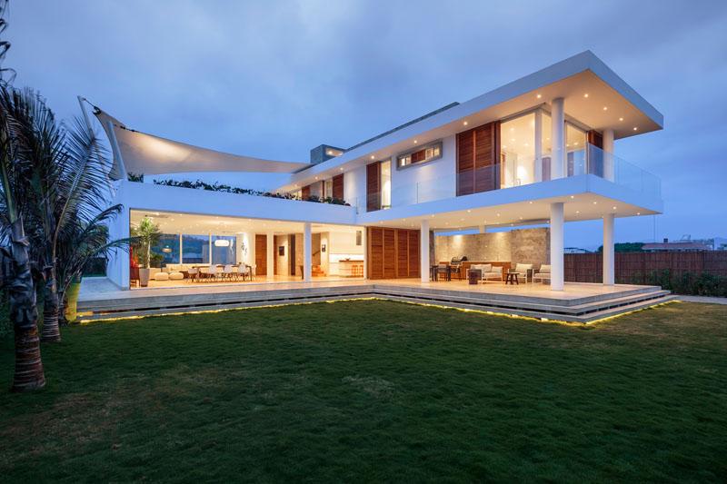 modern home in ecuador