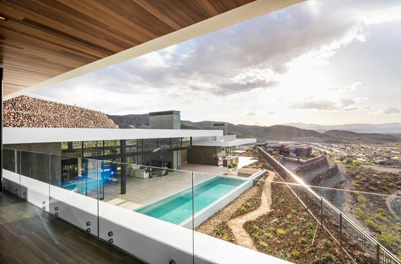 SB modern desert house
