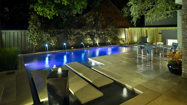 16 splashing outdoor pool designs for wonderful recreation for Outdoor pool decorating ideas