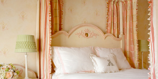 Decorate a Romantic Bedroom