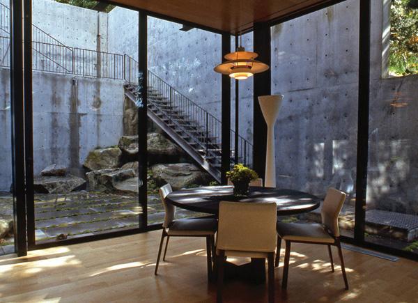 The Astounding Courtyard House In Mercer Island