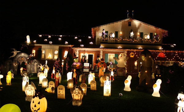 15 Spooky Halloween Home Decorations | Home Design r on christmas home designs, thanksgiving home designs, theater designs, modern family home designs, house home designs, star wars home designs,