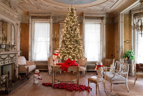 15 christmas decorated living rooms home design lover - Pictures of decorated living rooms ...