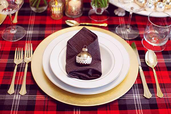 The Brides Cafe & 20 Christmas Table Setting Design Ideas | Home Design Lover