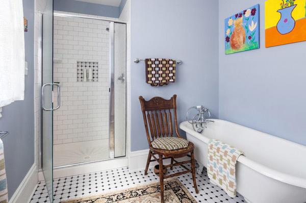 Polka dots bathroom deisgn