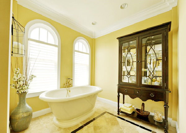 15 charming yellow bathroom design ideas home design lover for Yellow and brown bathroom decor