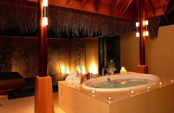 15 ultimate luxurious romantic bathroom designs home for Bathroom romance photos