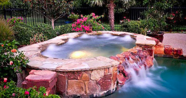 15 fabulous swimming pool with spa designs home design lover for Swimming pool meaning in dreams