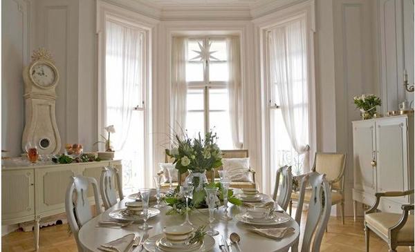 White Gustavian Living Room