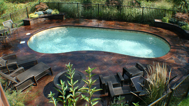 20 Exquisite Kidney Shaped Pool Designs | Home Design Lover