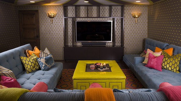 15 living rooms with printed wallpapers home design lover for Sample wallpaper for living room