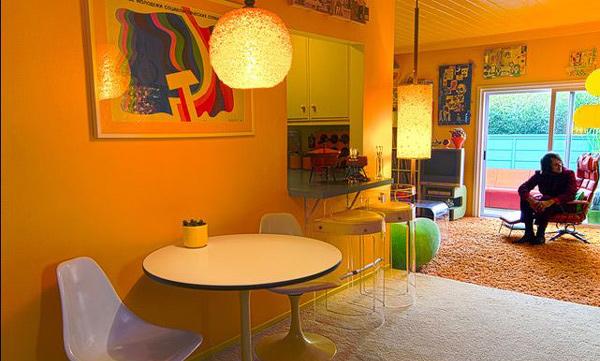 15 Kitschy Retro Dining Room Designs