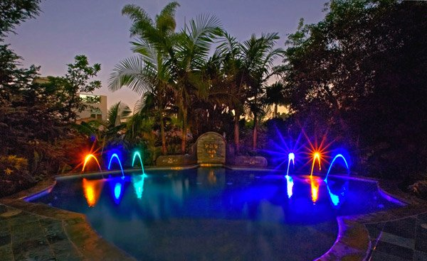 15 Enchanting Swimming Pool Lights | Home Design Lover