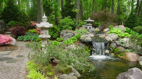 15 water gardens to add a fresher outdoor touch home for Small japanese water garden