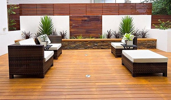 15 modern and contemporary courtyard gardens in the city for Courtyard houses design ideas