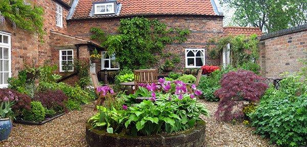 15 Traditional Courtyard Gardens | Home Design Lover