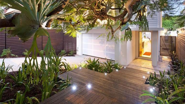 15 modern gardens to extend your modern home 39 s look home for Garden design new build house
