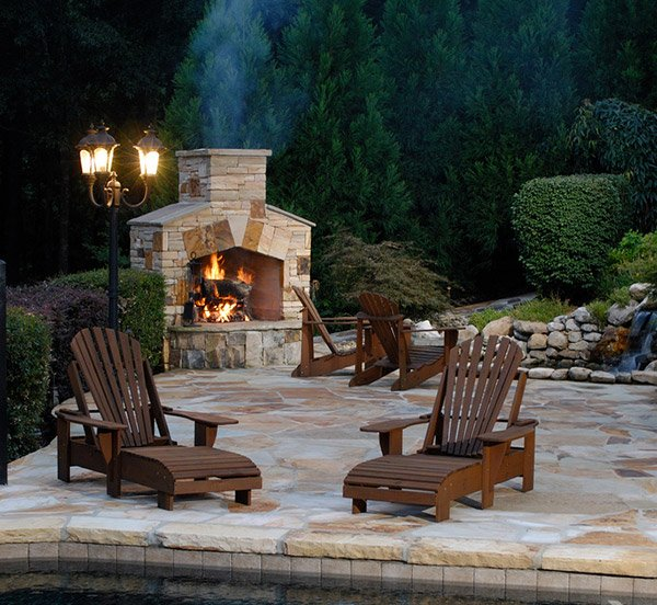 15 outdoor stone fireplaces to love home design lover for Outdoor fireplace designs plans