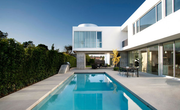 The superb minimal design of modern family home in venice for Pool designs venice