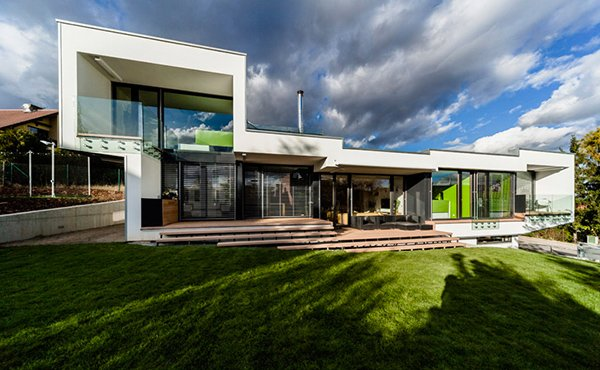 Sloped Semi-cantilever House