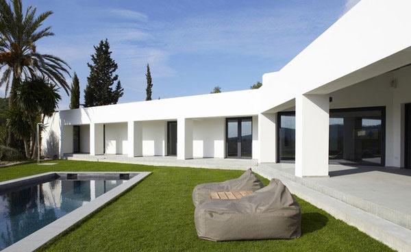Modern minimalist villa by the sea in ibiza spain home for Minimalist villa design